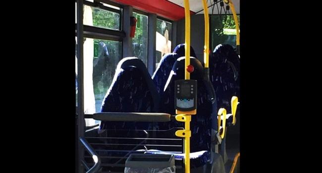 racistas confundem foto ônibus vazio mulheres de burca muçulmanas