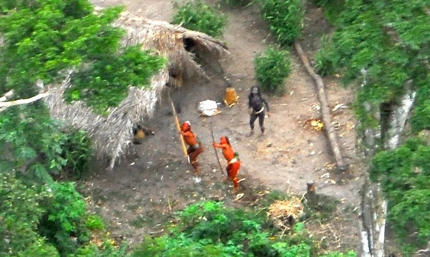 massacre índios isolados garimpeiros