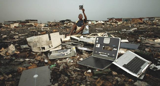 obsolescência programada tecnologia lixo consumismo industria