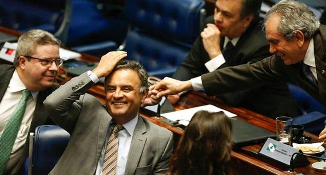 Senadores que salvaram Aécio investigados na Lava Jato corrupção