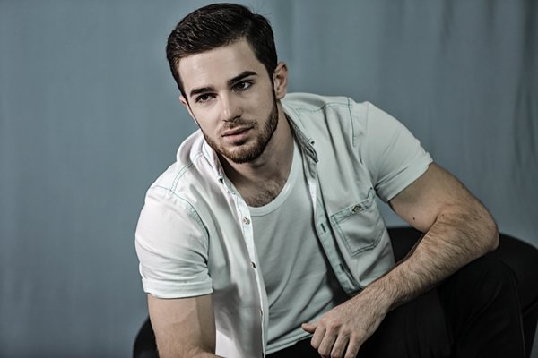 Zelimkhan Bakaev cantor gay rússia