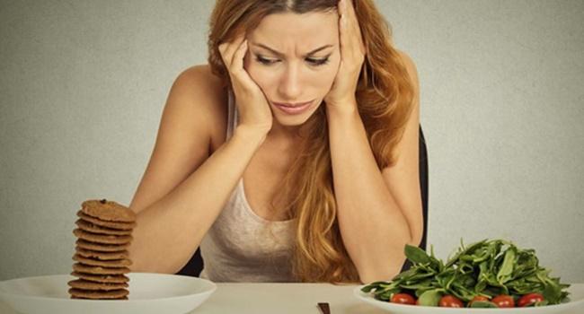 acontece corpo ingere couve junk food