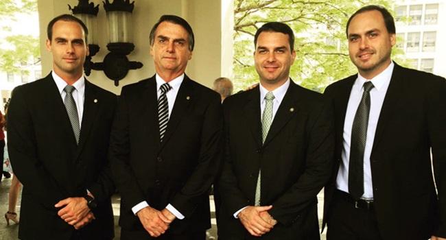 enriquecimento de Jair Bolsonaro dinheiro público família política
