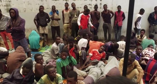 leilão escravos 2017 áfrica líbia futebol