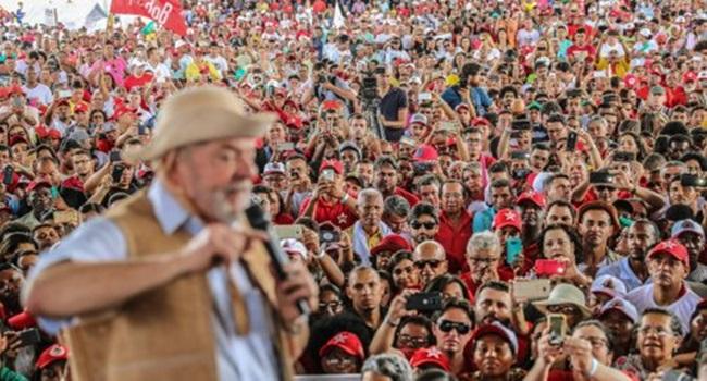 Resultado de imagem para Multidão da esquerda brasil contra a prisão de Lula