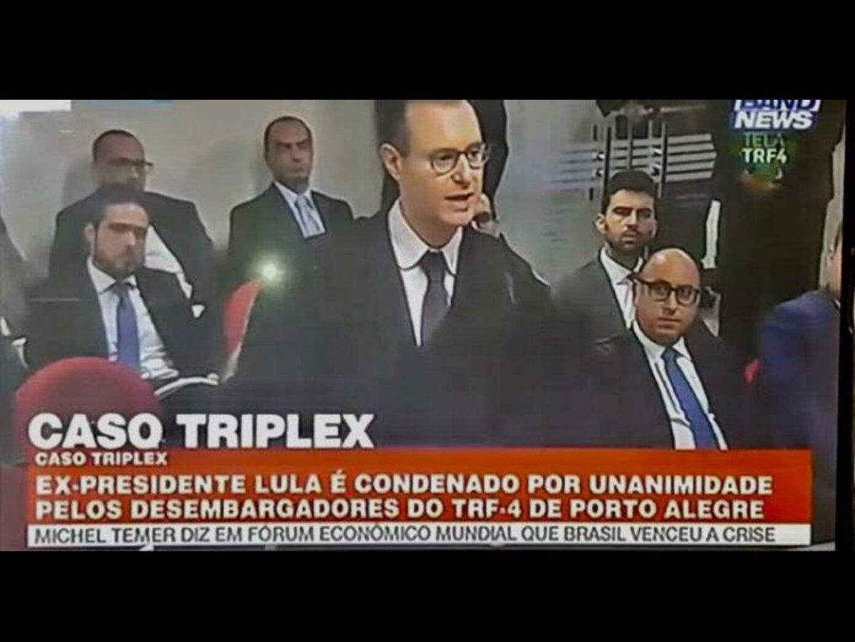 Por unanimidade, TRF-4 mantém condenação de Lula e amplia pena