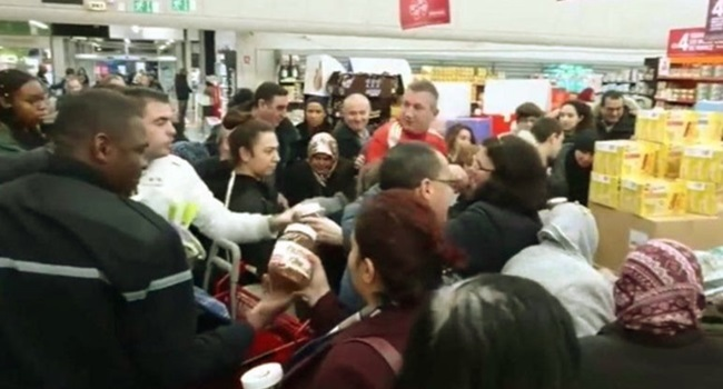 clientes loucura promoção nutella frança supermercado
