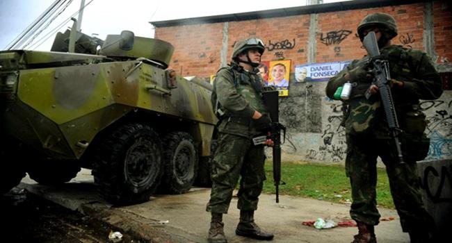 Favelas repudiam intervenção no Rio de Janeiro