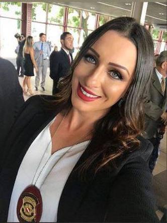Delegada Luiza Gomes fumou dinheiro
