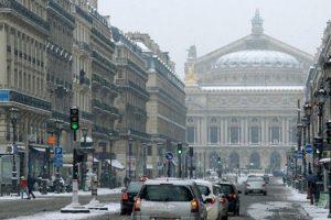 neve-ao-redor-de-paris-motoristas-dormir-carro