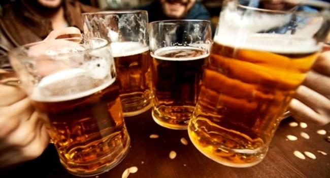 Estudo associa consumo de cerveja e café à longevidade