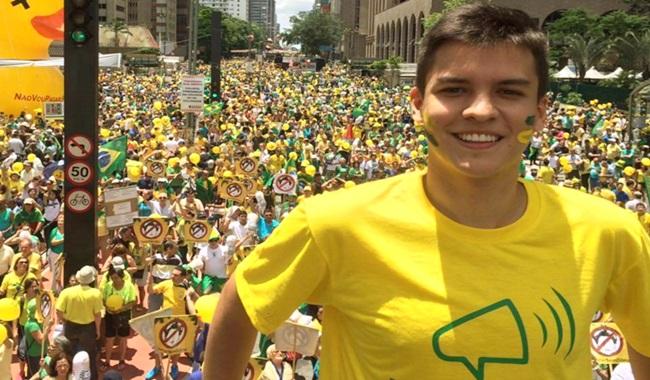 Julio César Castro Lins Barroso líder do Vem Pra Rua funcionário fantasma Manaus