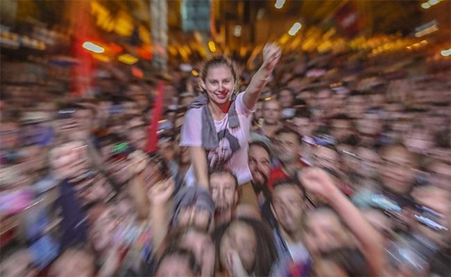 Lula agressores protegido por cordão popular