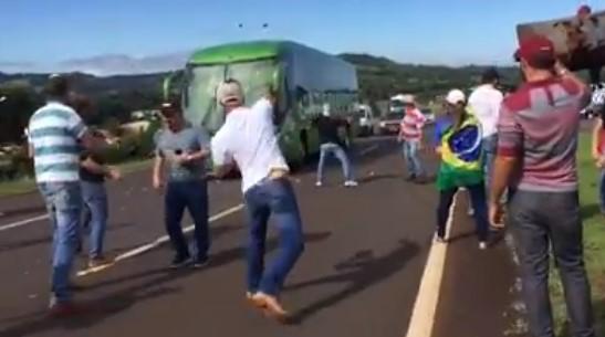 ônibus de linha atacado foz do iguaçu