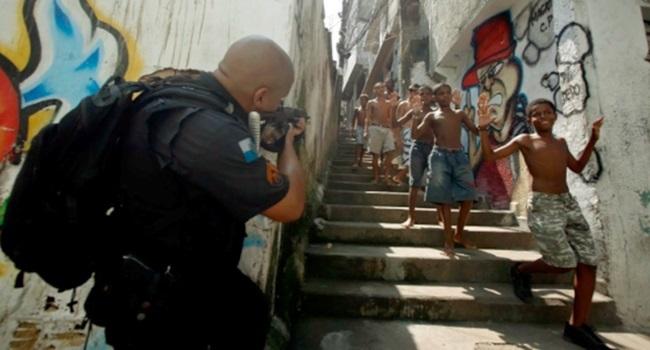 Professora diz que luta pela desmilitarização da polícia