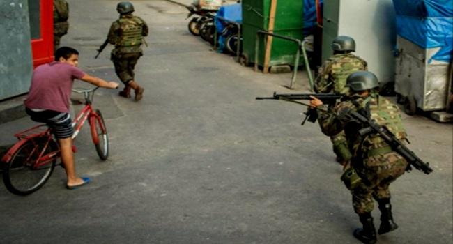 soldados no morro intervenção rio de janeiro temer