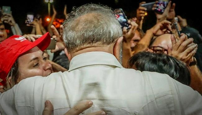 Lula Tiros pedras ovos chicote culpa é de quem