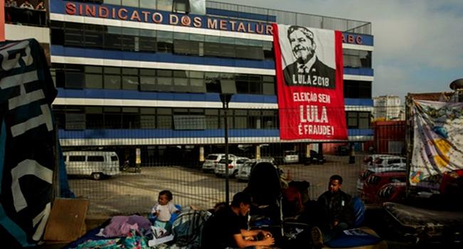 democracia brasileira morta pobres esquerda fome miséria