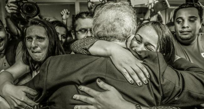 Decisão ilegal de Sergio Moro desobediência civil