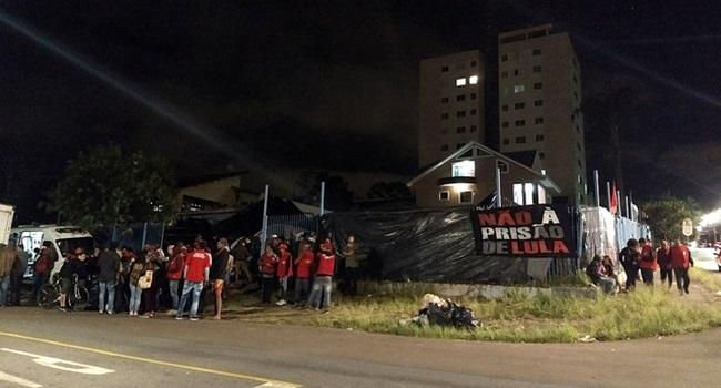 Simpatizantes de Lula são agredidos por torcedores Coritiba