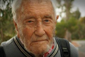cientista-de-104-anos-vai-cair-no-sono-e-morrer-em-1-minuto