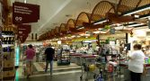 clientes-negros-revistados-de-forma-humilhante-em-supermercado-serao-indenizados