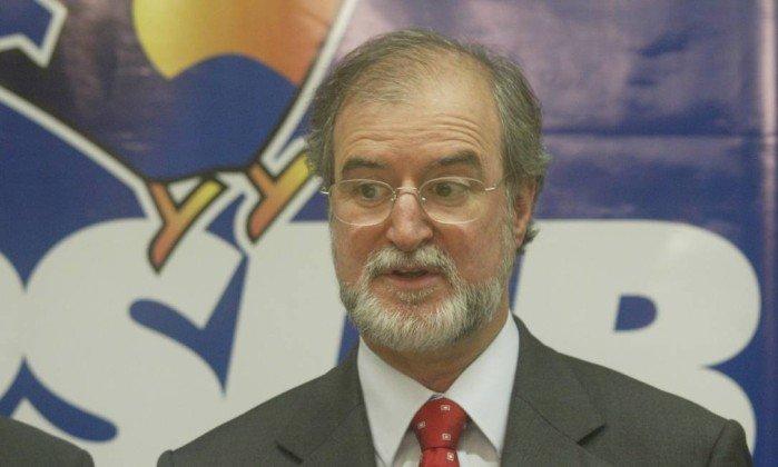 Eduardo Azeredo foragido