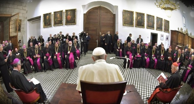 Escândalo de pedofilia motiva pedido de demissão de todos os bispos chilenos