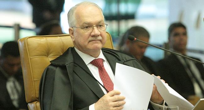 Fachin contraria juíza Carolina Lebbos e autoriza visita de deputados a Lula