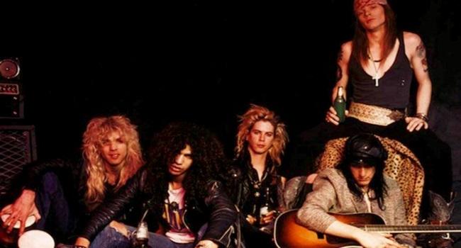 Guns N' Roses retira música racista e homofóbica