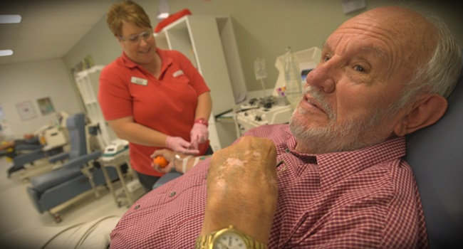 homem que salvou mais de 2 milhões de bebês com doações de sangue James Harrison