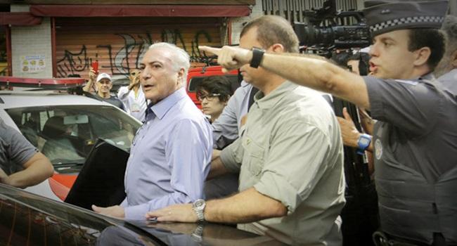 hostilizado michel Temer deixa local de incêndio São Paulo