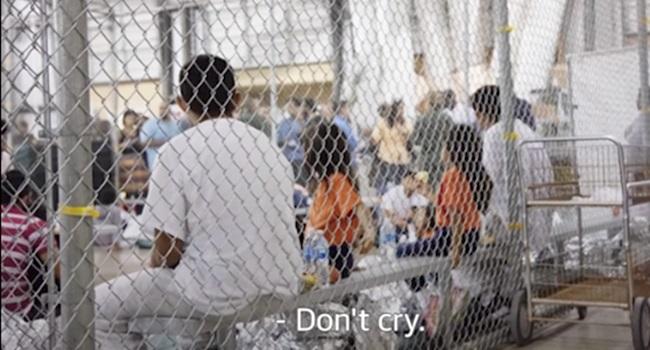 Crianças ainda são encarceradas em jaulas no século 21