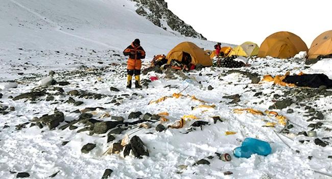 Everest espetáculo nojento e repugnante dejetos