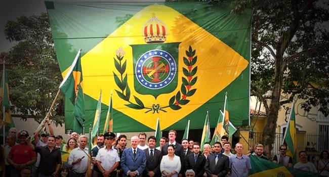 Família imperial brasileira tem planos para voltar a reinar Dom Bertrand de Orleans e Bragança