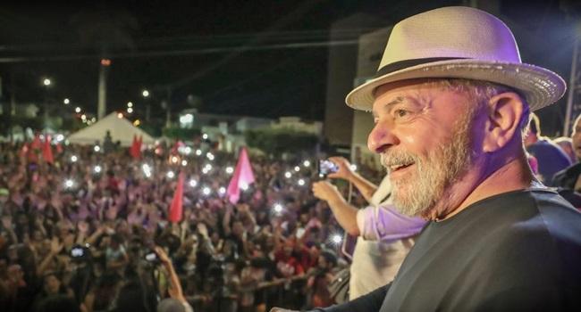 Lula lidera a intenção de votos entre participantes da Marcha para Jesus
