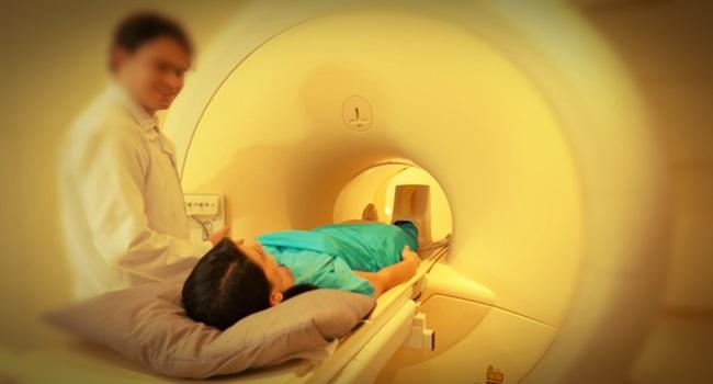 peidei dentro de um aparelho de ressonância magnética mulher humor