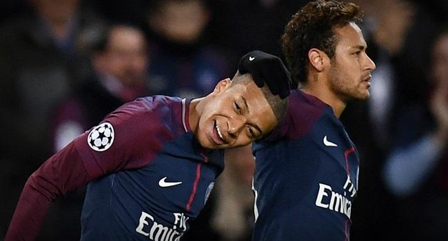 Mãe de Mbappé ficou espantada ao saber como Neymar tratava seu filho no vestiário