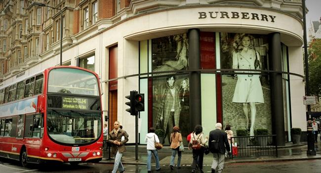 Burberry Marca de luxo toca fogo nos produtos que não vende