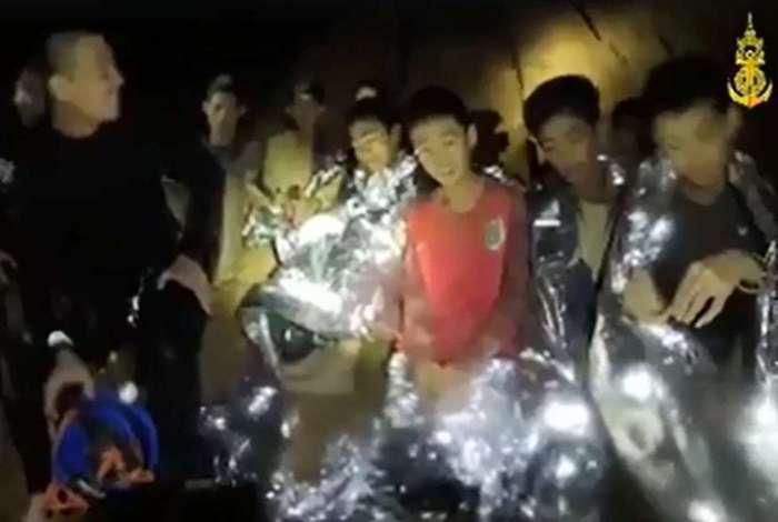 Meninos Tailândia Caverna