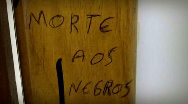 Pichação racista é encontrada em banheiro da Unisc pela segunda vez