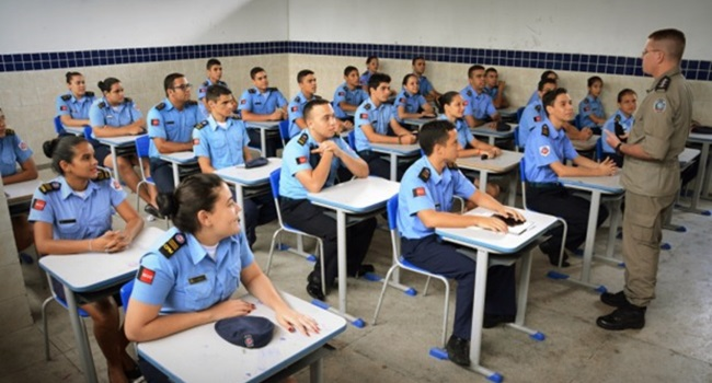 Aluno estudante escola militar custa escola pública dinheiro público bolsonaro