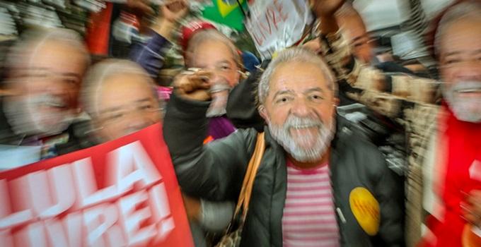 Lula político mais popular Brasil pesquisa
