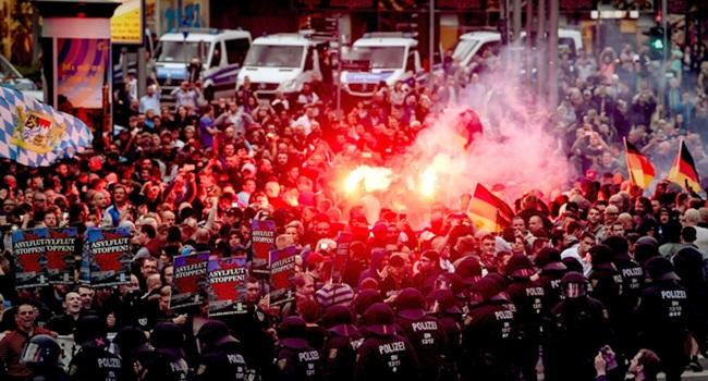 Ultradireitistas ruas Alemanha ódio xenofobia imigrantes