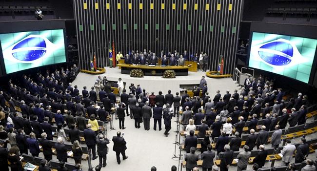 Estudo políticos votaram temas fundamentais para o Brasil