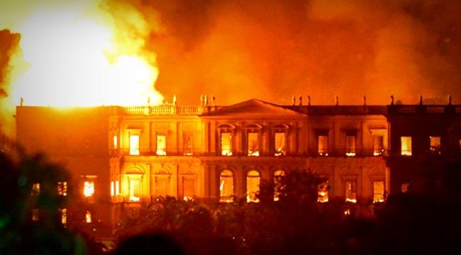 Museu Nacional Estado mínimo destrói público teto dos gastos