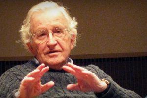 noam-chomsky-explica-a-origem-do-crescimento-da-extrema-direita