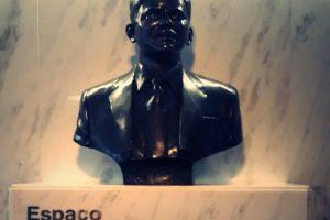bolsonaro-cuspiu-na-estatua-de-rubens-paiva