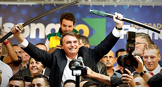 Bolsonaro mito da barbárie violência fake news tortura eleições