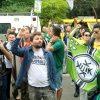 brasileiros-estendem-faixa-de-grupo-de-extrema-direita-dos-eua